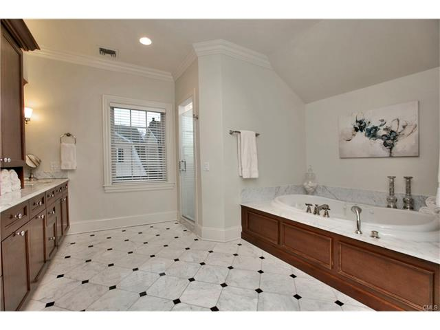 Additional photo for property listing at 2 MAPLE STREET  New Canaan, Connecticut,06840 Verenigde Staten