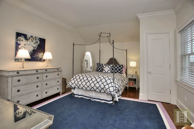 Additional photo for property listing at 2 MAPLE STREET  New Canaan, Connecticut,06840 États-Unis