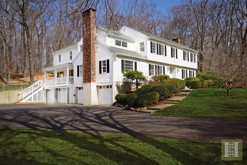 Maison unifamiliale pour l Vente à 1037 VALLEY ROAD New Canaan, Connecticut,06840 États-Unis