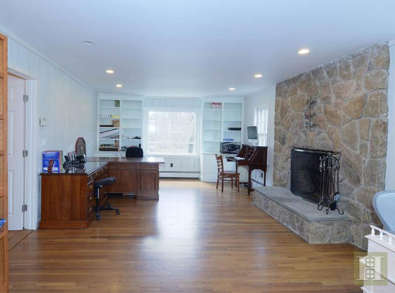 Additional photo for property listing at 1037 VALLEY ROAD  New Canaan, Connecticut,06840 États-Unis