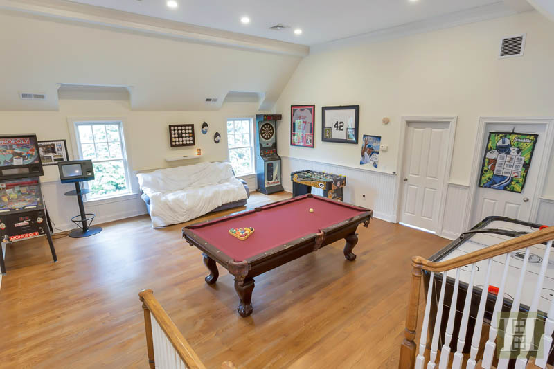 Additional photo for property listing at 87 BUCKINGHAM RIDGE ROAD  Wilton, Connecticut,06897 Estados Unidos
