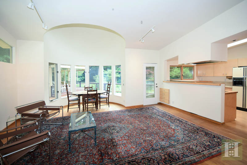 Additional photo for property listing at 209 FROGTOWN ROAD  New Canaan, Connecticut,06840 United States