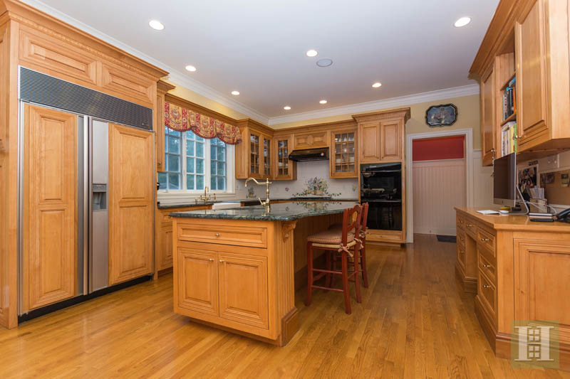 Additional photo for property listing at 20 LUKES WOOD ROAD  New Canaan, Connecticut,06840 Stati Uniti