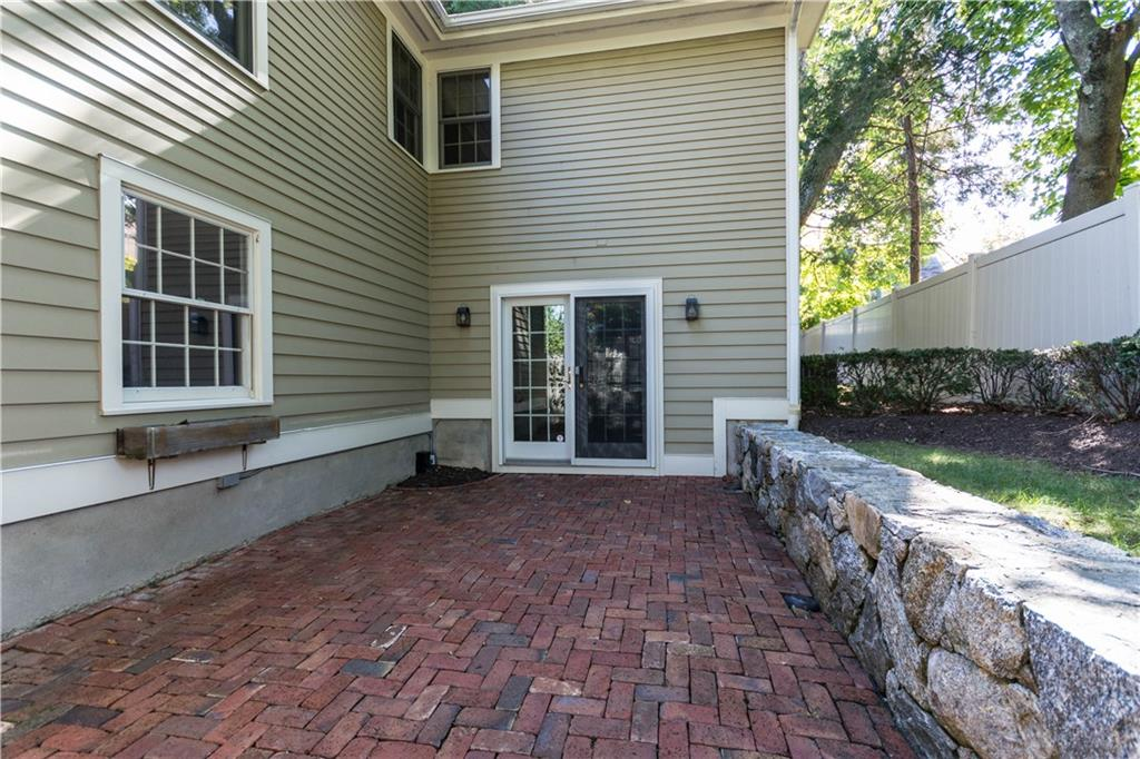Additional photo for property listing at 95 SOUTH AVENUE  New Canaan, Connecticut,06840 États-Unis