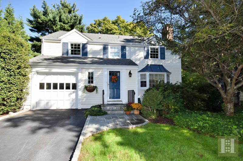 단독 가정 주택 용 매매 에 10 EDELWEISS LANE Darien, 코네티컷,06820 미국