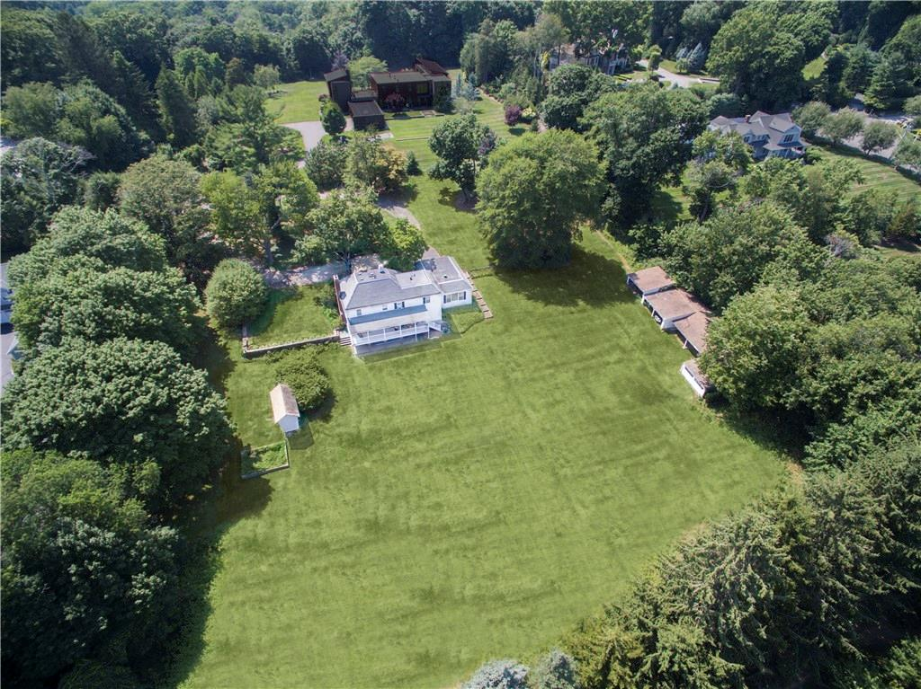 Additional photo for property listing at 63 SAINT NICHOLAS ROAD  Darien, Connecticut,06820 Hoa Kỳ