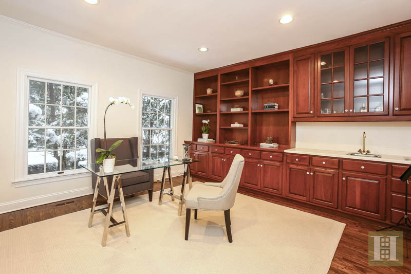Additional photo for property listing at 28 SHIELDS ROAD  Darien, 康涅狄格州,06820 美國