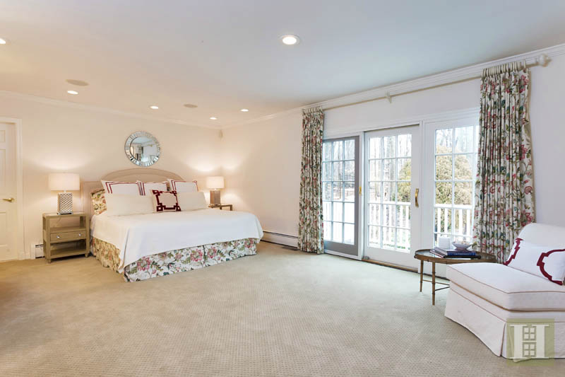 Additional photo for property listing at 116 RIDGE ACRES ROAD  Darien, Connecticut,06820 Stati Uniti