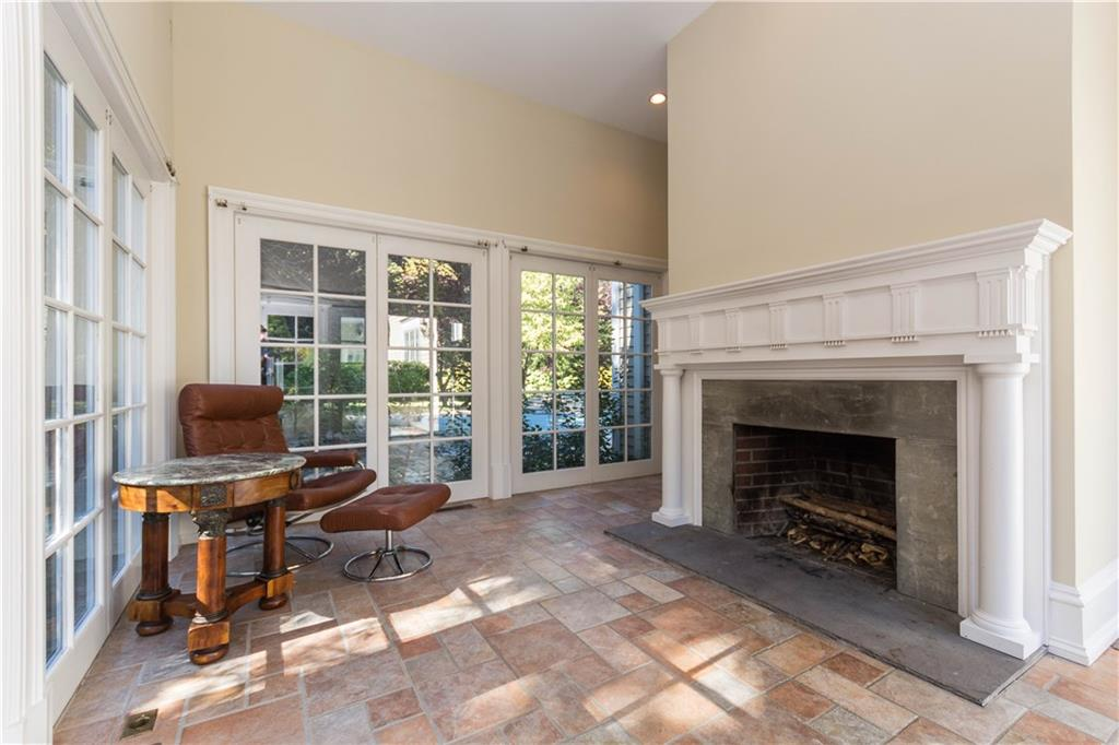 Additional photo for property listing at 260 LUKES WOOD ROAD  New Canaan, Connecticut,06840 Estados Unidos