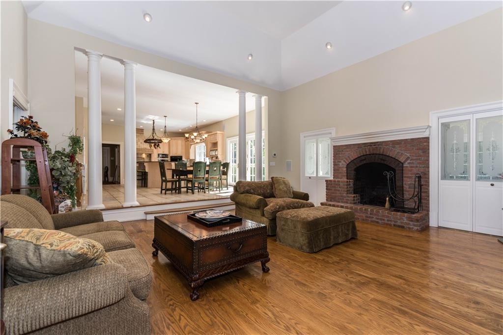 Additional photo for property listing at 260 LUKES WOOD ROAD  New Canaan, Connecticut,06840 United States