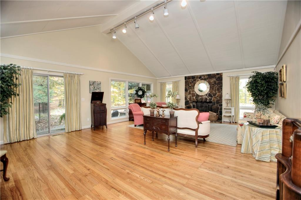 Additional photo for property listing at 140 LLEWELLYN DRIVE  New Canaan, Connecticut,06840 Estados Unidos