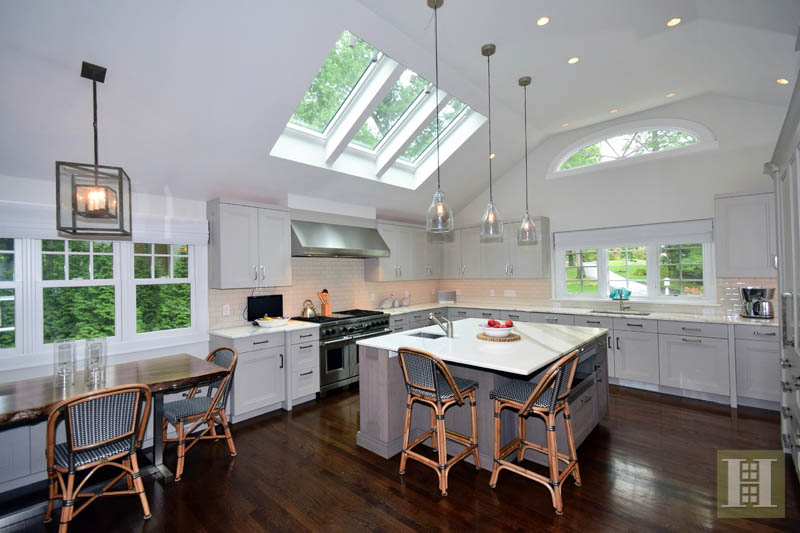 Additional photo for property listing at 15 WINDING LANE  Darien, Connecticut,06820 United States