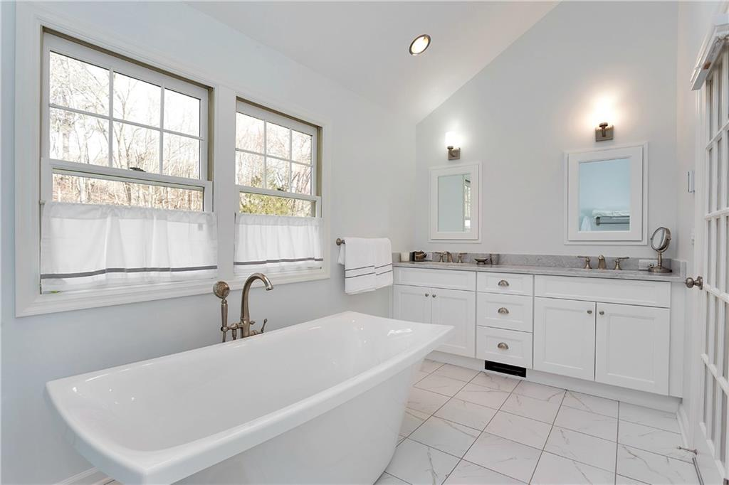 Additional photo for property listing at 390 MIDDLESEX ROAD  Darien, Connecticut,06820 Estados Unidos