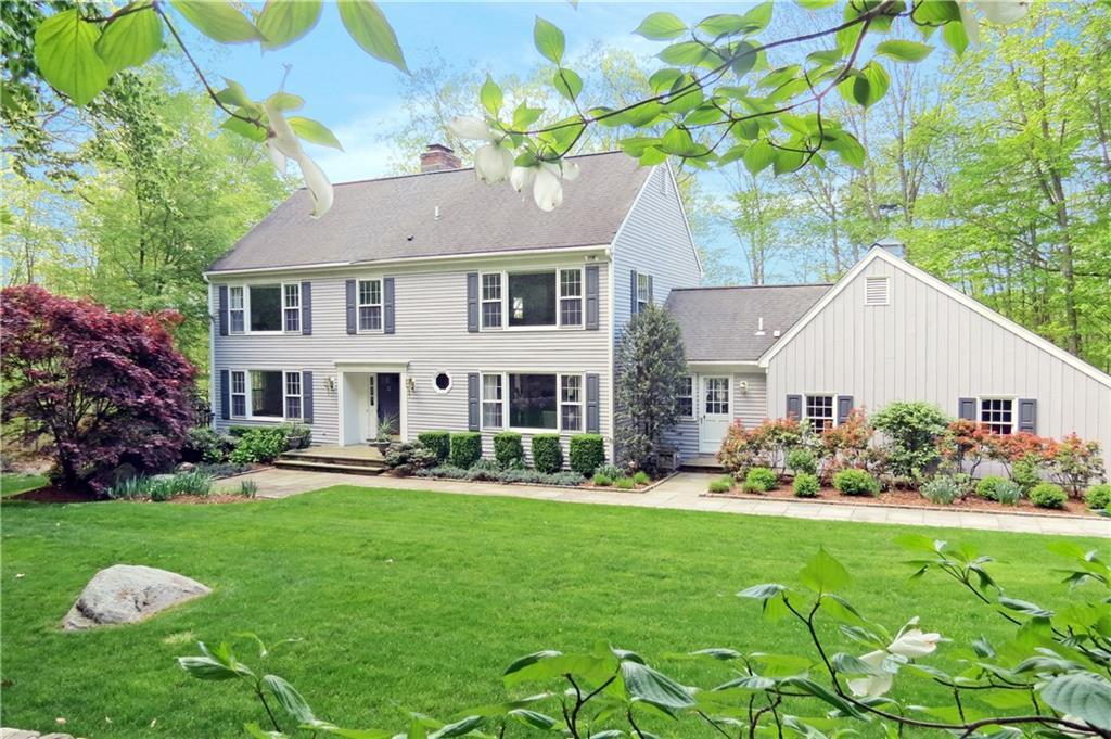 Casa para uma família para Venda às 13 THAYER POND ROAD New Canaan, Connecticut,06840 Estados Unidos